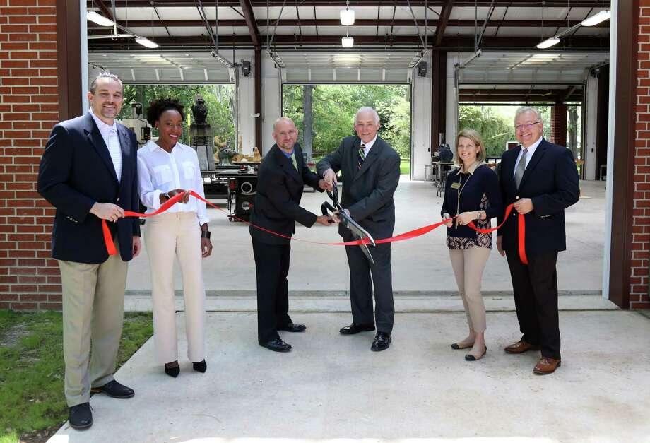 Supporters and administration ofFort Bend Christian Academy recently celebrated thegrand opening of its 7,000 square-foot Art Pavilion in Sugar Land. Photo: Fort Bend Christian Academy