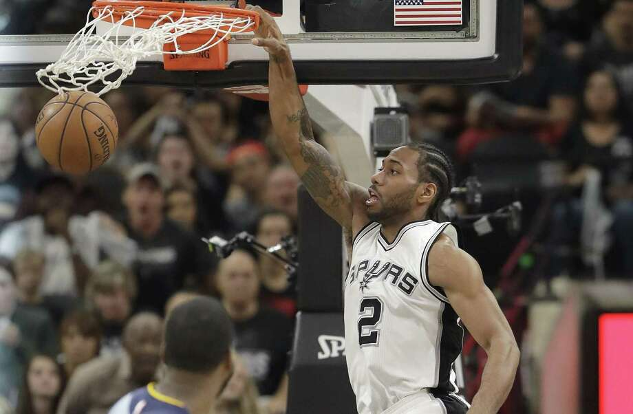 Spurs forward Kawhi Leonard (2) dunks against the Memphis Grizzlies during the first half in Game 2 of a first-round playoff series on April 17, 2017, in San Antonio. Photo: Eric Gay /Associated Press / Copyright 2017 The Associated Press. All rights reserved.