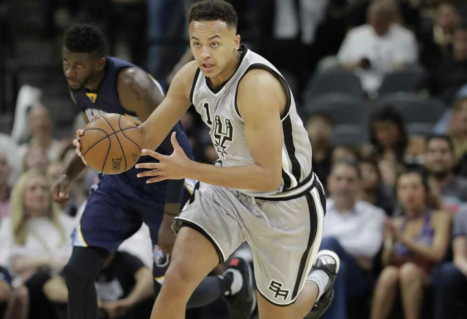 Spurs guard Kyle Anderson dribbles up the court during the second half in Game 1 of a first-round playoff series against the Memphis Grizzlies on April 15, 2017, in San Antonio. Photo: Eric Gay /Associated Press / Copyright 2017 The Associated Press. All rights reserved.