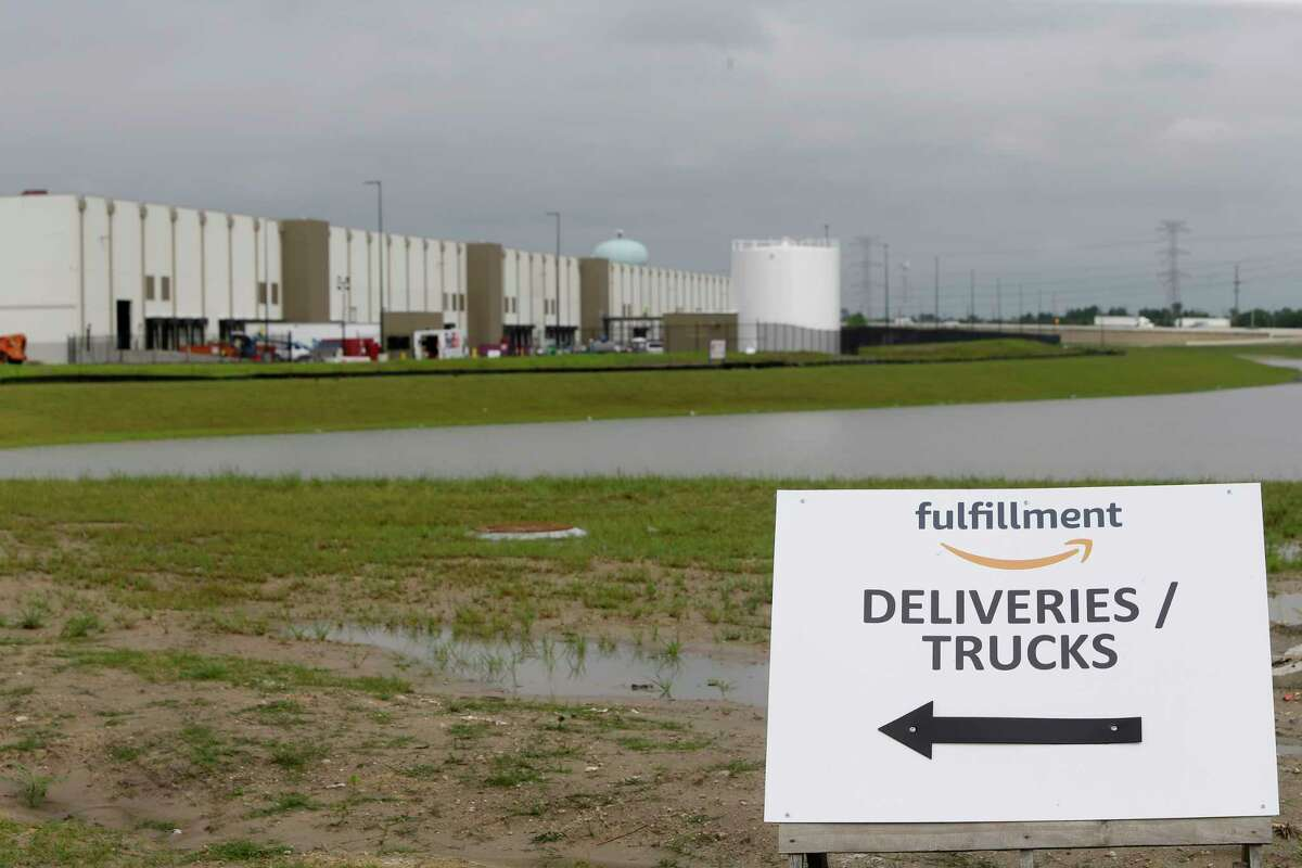 Amazon is hiring 2,500 full-time employees to staff its first distribution center in Houston, now under construction in the Pinto Business Park at thesouthwest corner of Interstate 45 and Beltway 8. Scroll through the gallery to see which Fortune 100 companies call Texas home