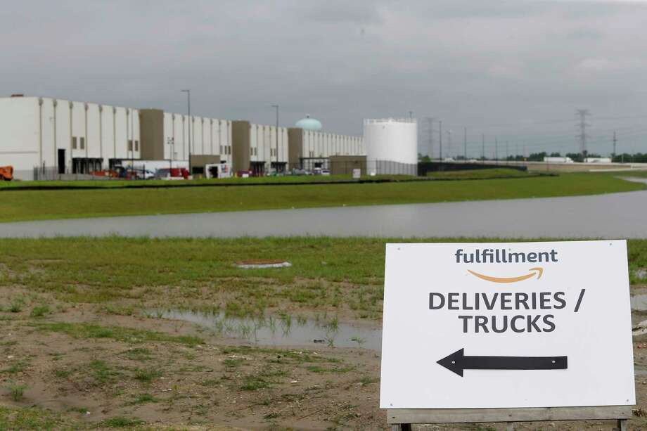 The Amazon.com fulfillment center,10550 Ella Blvd., is shown under construction   Wednesday, April 12, 2017, in Houston. ( Melissa Phillip / Houston Chronicle ) Photo: Melissa Phillip, Staff / © 2017 Houston Chronicle