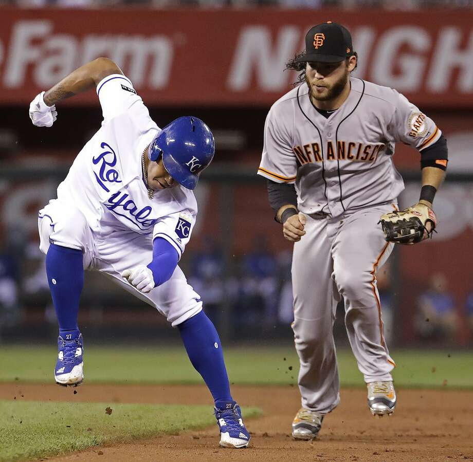 Kansas City Royals' Raul Mondesi, left, is chased down by San Francisco Giants shortstop Brandon Crawford in a rundown during the fifth inning of a baseball game Tuesday, April 18, 2017, in Kansas City, Mo. Mondesi was out on the play. (AP Photo/Charlie Riedel) Photo: Charlie Riedel, Associated Press