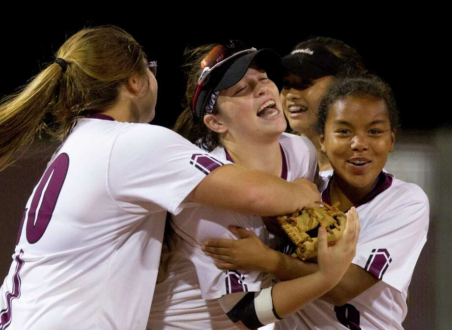 Magnolia left fielder Baylee Lemons (10) is mobbed by teammates after catching a fly ball to deep left field by McKenzie Parker #9 of Willis to end the top of the seventh inning of a District 20-5A high school softball game, Tuesday, April 18, 2017, in Magnolia. Magnolia defeated Willis 2-0. Photo: Jason Fochtman, Staff Photographer / © 2017 Houston Chronicle