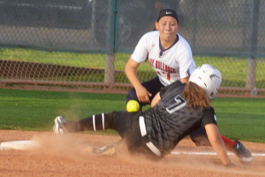 The ball gets away as Plainview third baseman Makayla Vasquez tries to put the tag on a sliding Alyssah Pantoja of Randall during a District 3-5A softball game in Plainview Tuesday night. Photo: Skip Leon/Plainview Herald