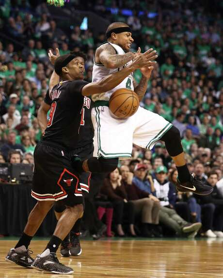 The Bulls' Rajon Rondo, left, who had 11 points, nine rebounds and 14 assists, harasses Isaiah Thomas. Photo: Maddie Meyer, Staff / 2017 Getty Images