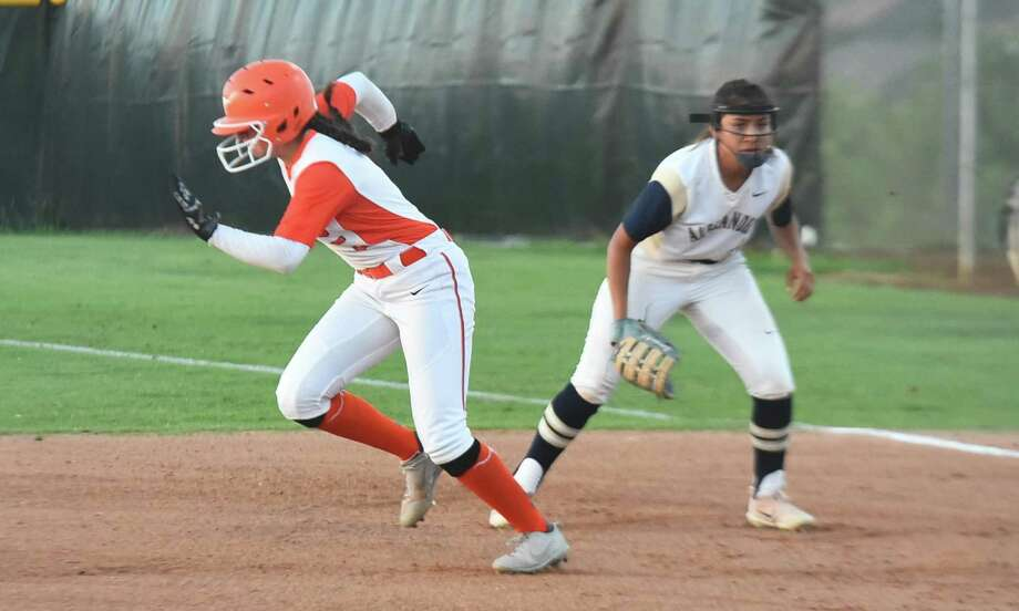 Evelyn Gonzalez and United rushed to a 3-2 victory in eight innings over rival Alexander on Tuesday in a battle for the final postseason spot in District 29-6A. Photo: Danny Zaragoza /Laredo Morning Times / Laredo Morning Times