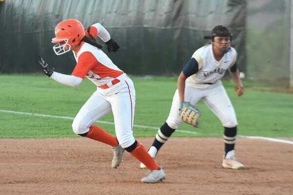 Evelyn Gonzalez and United rushed to a 3-2 victory in eight innings over rival Alexander on Tuesday in a battle for the final postseason spot in District 29-6A.