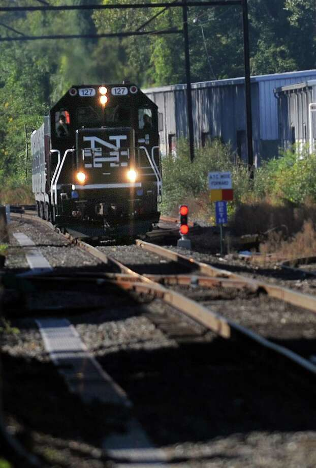 A Metro North train nears the crossing at Taylor Road in Bethel. Photo: Carol Kaliff / Carol Kaliff / The News-Times