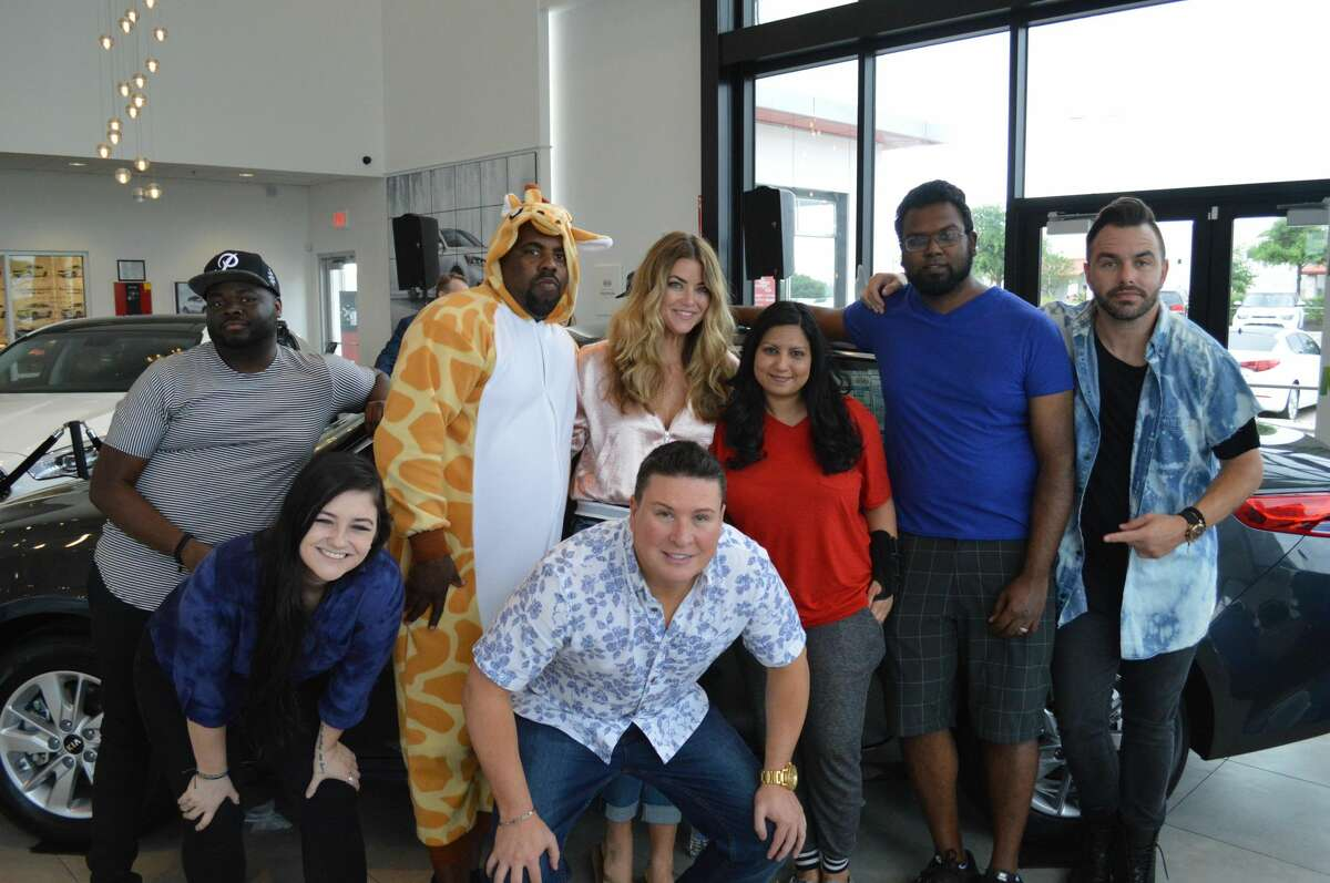 Dilini Jayasuriya (middle in red) poses with 96.7 KISS FM members and contestants after winning the