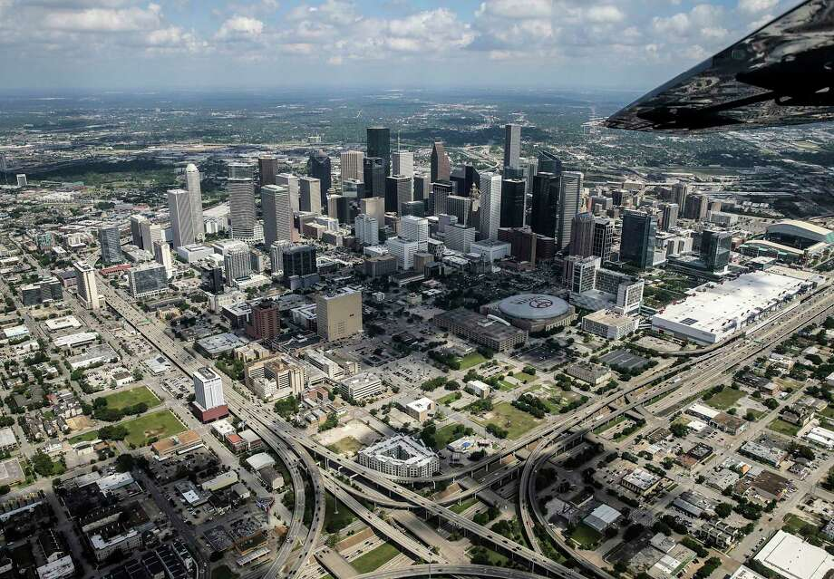 Brokers are seeing a shift in the central business district. Towers that were once rated as top-class are becoming outdated as new rivals are put up. Photo: Elizabeth Conley, Staff / © 2017 Houston Chronicle
