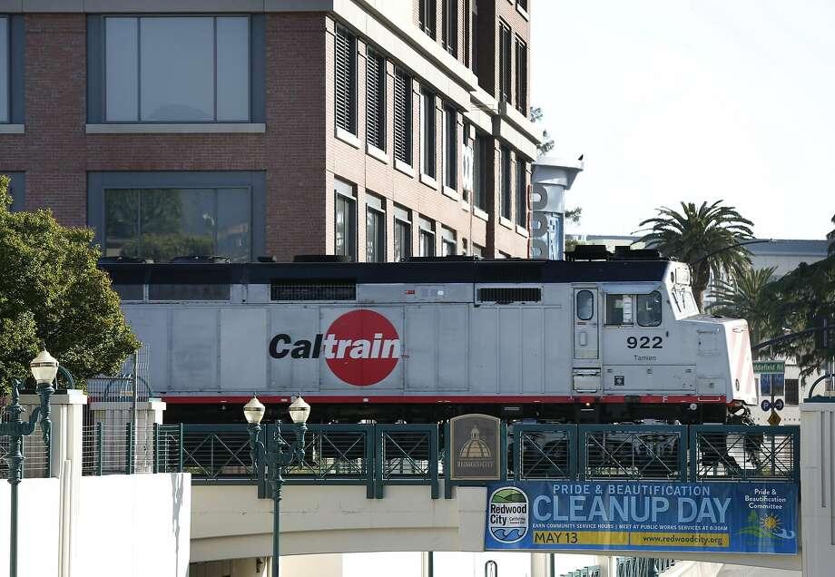 Caltrain rolls through Redwood City on Wednesday, April 19, 2017. Photo: Paul Chinn, The Chronicle