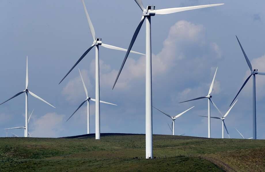 Wind turbines dot the hills outside of Rio Vista, Ca. on Wed. April 19, 2017. Photo: Michael Macor, The Chronicle