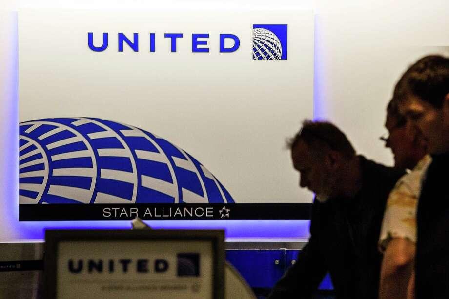 Passengers use United self check-in kiosks at the Newark, N.J., airport. Photo: Tim Fadek / © 2017 Bloomberg Finance LP