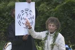 Anna Halprin explaining score for Planetary Dance, 2005  Photo: John Kokoska