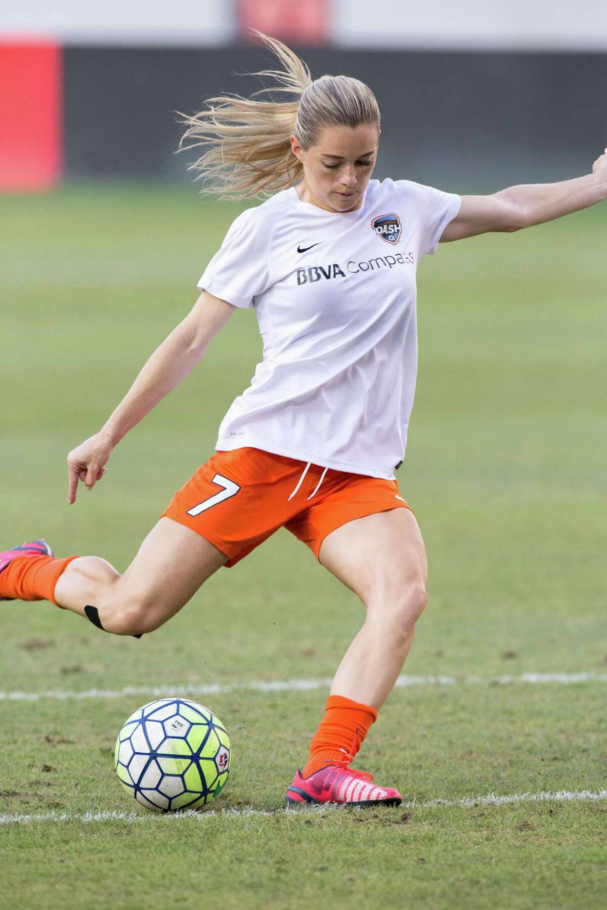 Houston Dash forward Kealia Ohai (7) warms up on the field against the FC Kansas City before action between the Houston Dash and the FC Kansas City during a soccer game at BBVA Compass, Sunday, June 19, 2016, in Houston. FC Kansas City defeated Houston Dash 1-0. ( Juan DeLeon / for the Houston Chronicle )