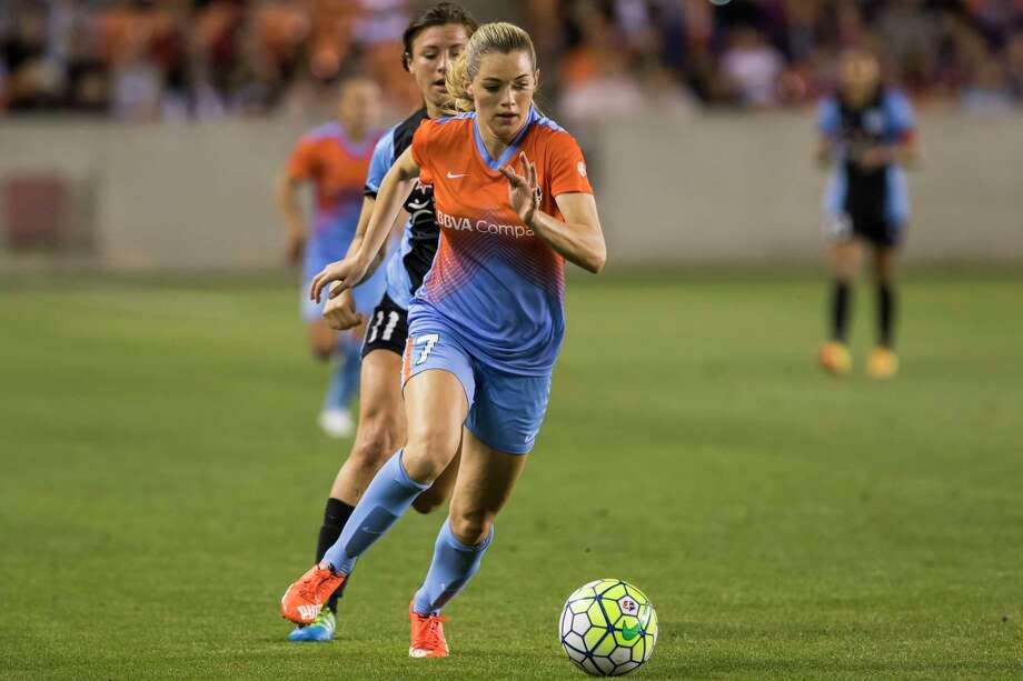 Dash forward Kealia Ohai (7) moves the ball deep intot he offensive zone in a National Women's Soccer League game at BBVA Compass Stadium on Saturday, April 16, 2016, in Houston,TX. ( Joe Buvid / For the Chronicle ) Photo: Joe Buvid, Freelance / © 2016 Joe Buvid