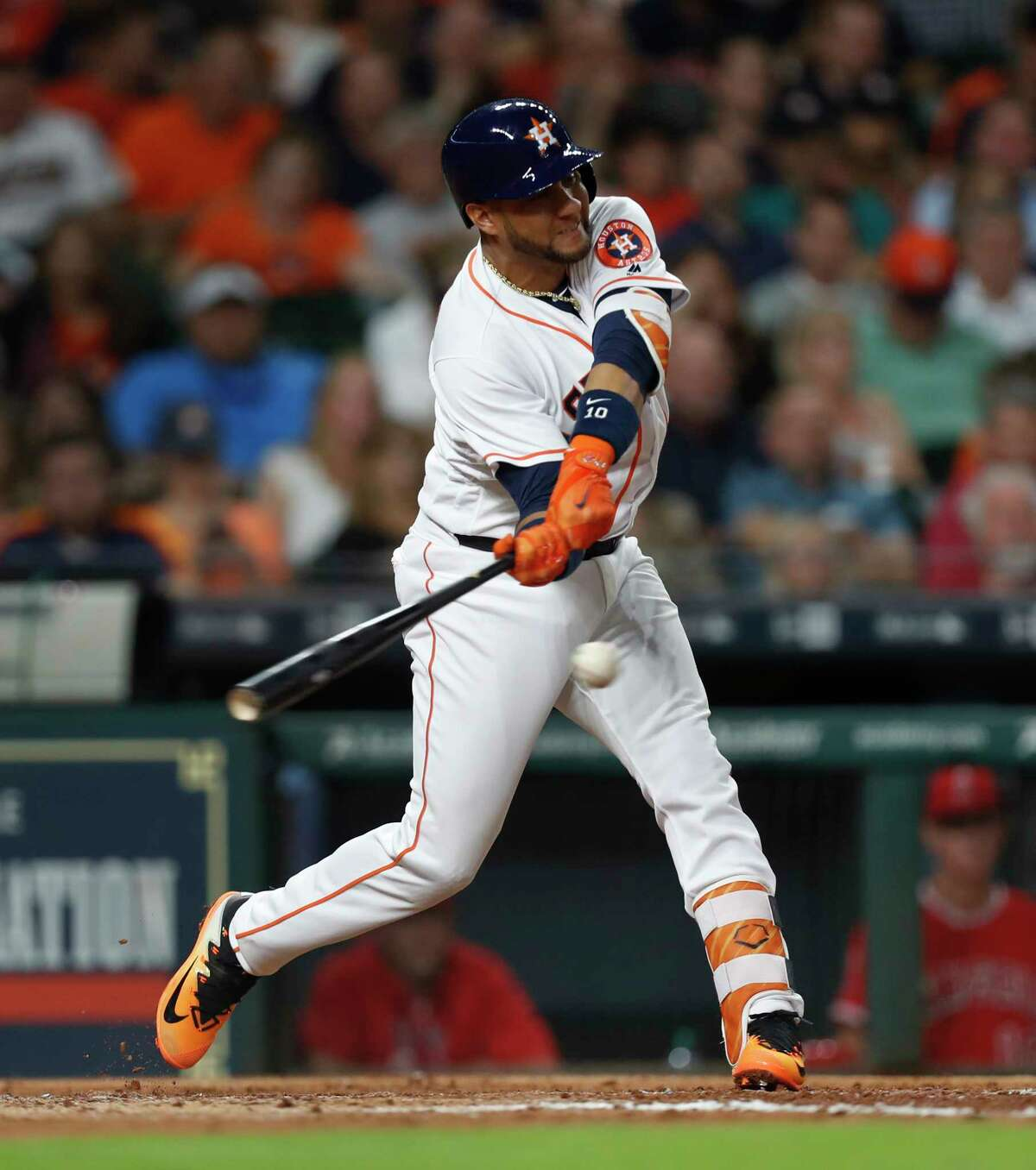 Yuli Gurriel, who has gone 10-for22 while hitting safely in six of his last seven games, delivers an RBI single to put the Astros up 2-1 in the fifth Wednesday.