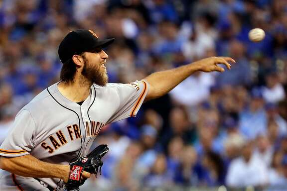KANSAS CITY, MO - APRIL 19:  Starting pitcher Madison Bumgarner #40 of the San Francisco Giants pitches during the 2nd inning of the game against the Kansas City Royals at Kauffman Stadium on April 19, 2017 in Kansas City, Missouri.  (Photo by Jamie Squire/Getty Images)