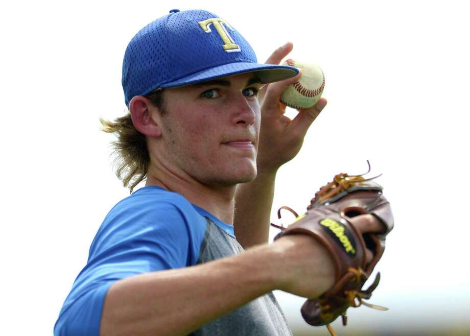 Kerrville Tivy pitcher Asa Lacy warms up during practice on April 19, 2017. Photo: Billy Calzada /San Antonio Express-News / San Antonio Express-News