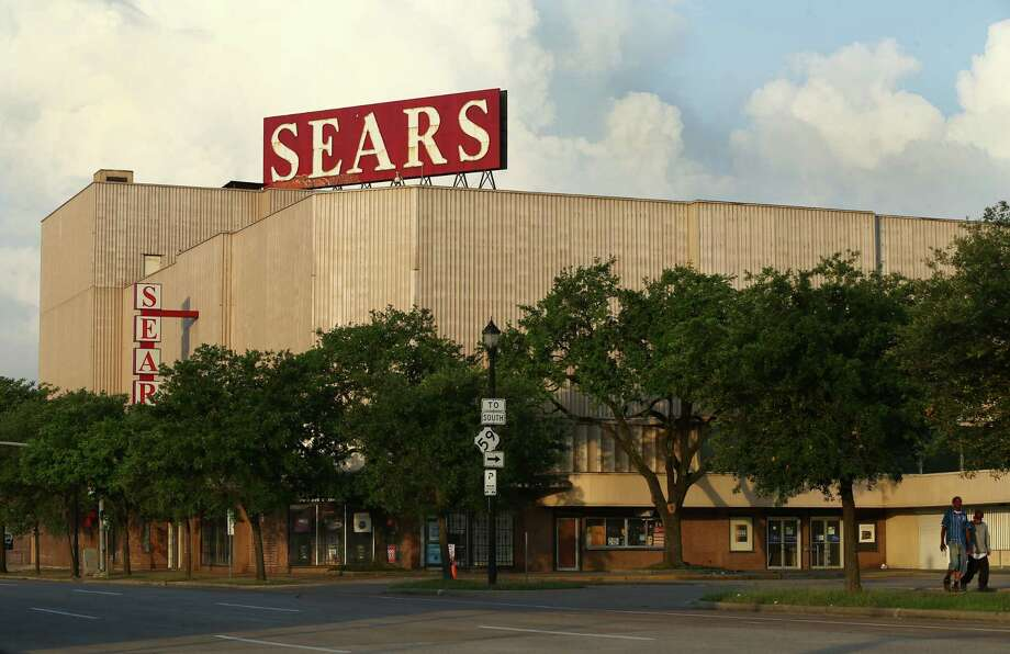 The Sears at 4201 Main, the city's oldest Sears store, had its original facade shrouded with corrugated metal in the 1960s.  Photo: Godofredo A. Vasquez, Staff / Godofredo A. Vasquez