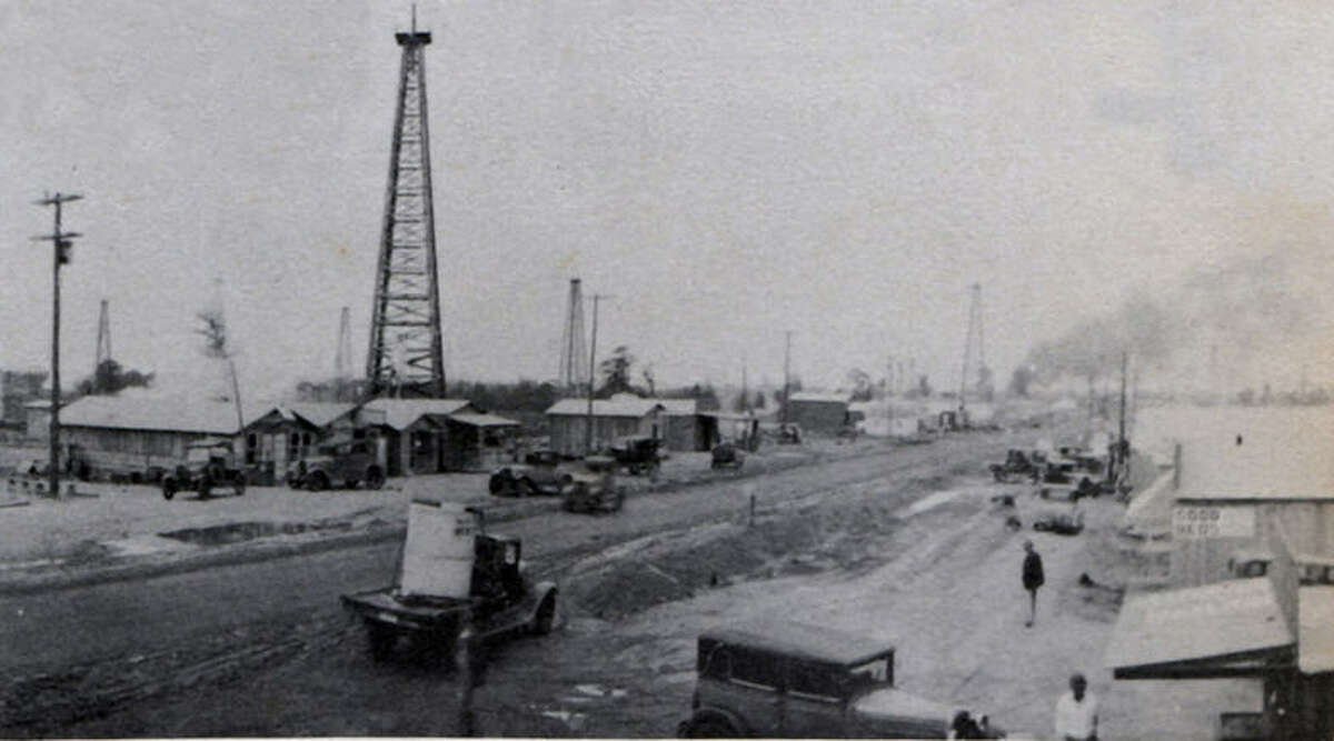 Old Town during the oil boom days, 1919 (Lee Traveler Yearbook in 1949)