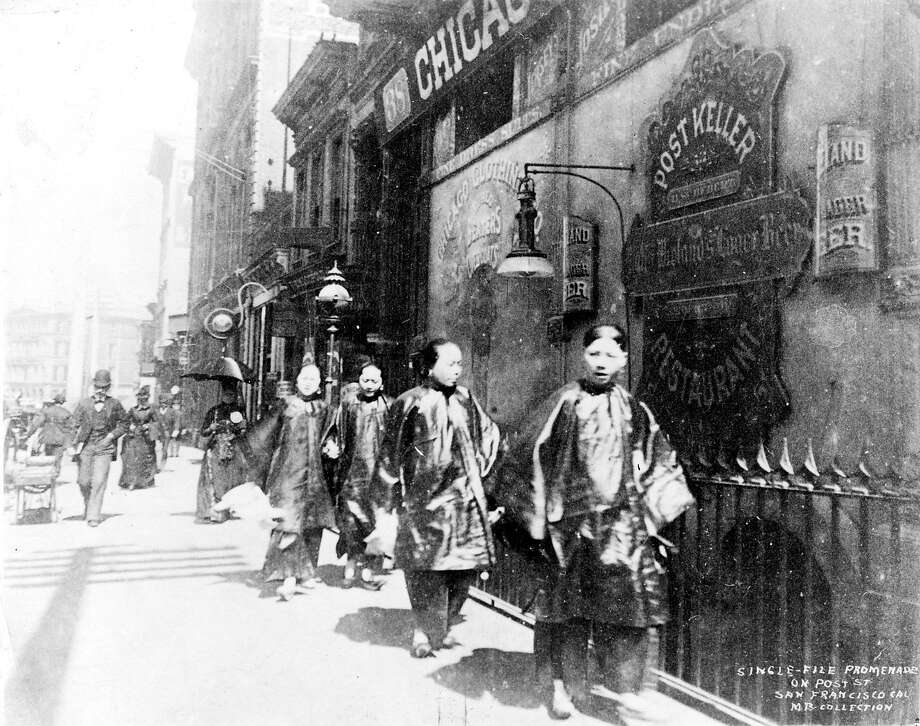 Children gather on a street in Chinatown. In the late 1880s, Chinese kids were denied access to public schools. Photo: Chronicle File