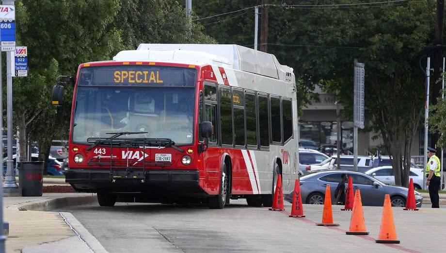Alamo Colleges and VIA have started a U-Pass program that allows students to ride the bus as part of their student fees. Photo: John Davenport /San Antonio Express-News / ©San Antonio Express-News/John Davenport