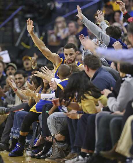Stephen Curry and the rest of the Warriors are giving Oakland something to remember. Photo: Scott Strazzante / Scott Strazzante / The Chronicle / **MANDATORY CREDIT FOR PHOTOG AND SF CHRONICLE/NO SALES/MAGS OUT/TV