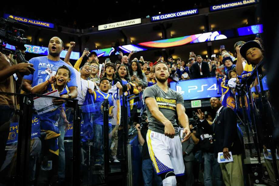 Stephen Curry (30) of the Golden State Warriors shoots the ball from the sideline ahead of an NBA basketball game against the Houston Rockets at Oracle Arena in Oakland, Calif. on Friday, March 31, 2017. The Warriors defeated the Rockets 107-98. Photo: Gabrielle Lurie / The Chronicle / ONLINE_YES