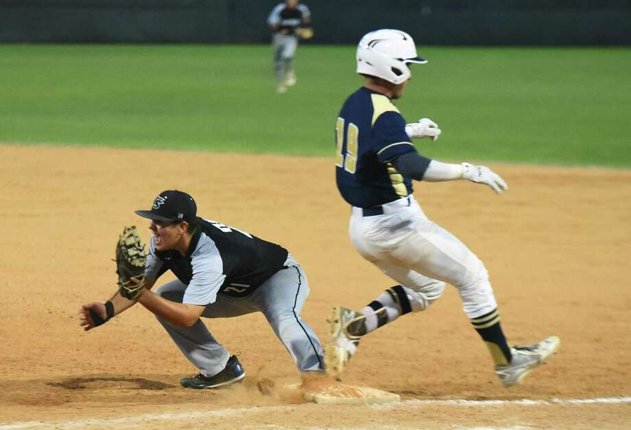 United South is attempting to keep pace in the race for the No. 2 seed as the Panthers face Alexander at 7 p.m. Friday at the SAC. Photo: Danny Zaragoza /Laredo Morning Times / Laredo Morning Times