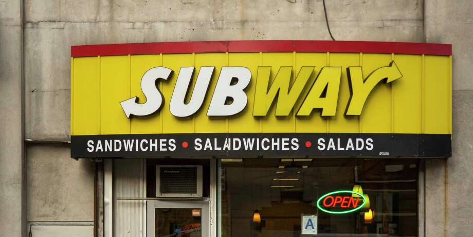 Subway's same-store sales decreased for the fourth straight month in March. / © 2015 Bloomberg Finance LP