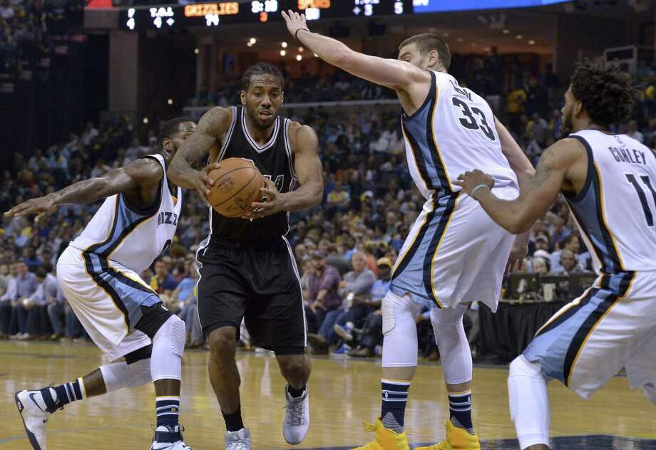 San Antonio Spurs forward Kawhi Leonard (2) drives between Memphis Grizzlies forward JaMychal Green, left, center Marc Gasol (33), and guard Mike Conley (11) during the second half of Game 3 in an NBA basketball first-round playoff series Thursday, April 20, 2017, in Memphis, Tenn. (AP Photo/Brandon Dill) Photo: Brandon Dill, FRE / Associated Press / FR171250 AP