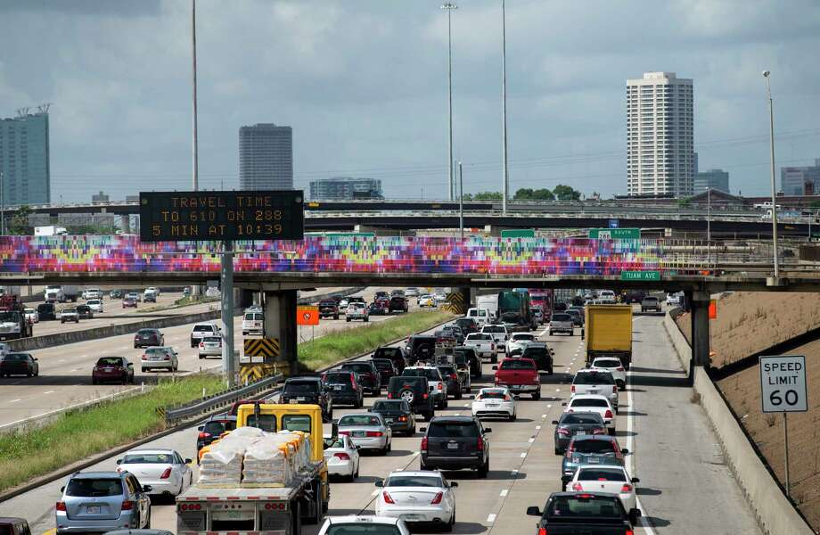 The bands imply a connection across infrastructure that has divided the city. Photo: Godofredo A. Vasquez, Houston Chronicle / Godofredo A. Vasquez