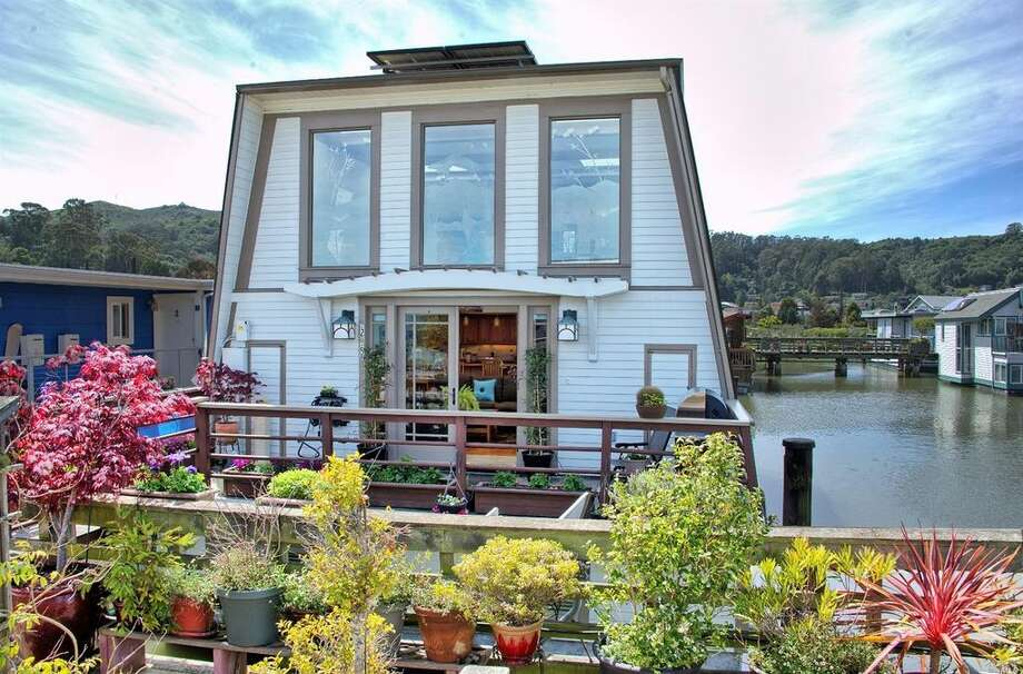 A spacious, three-level house boat at 25 E. Pier in Sausalito is on the market for $1.545 million. Photo: Kent Sorensen