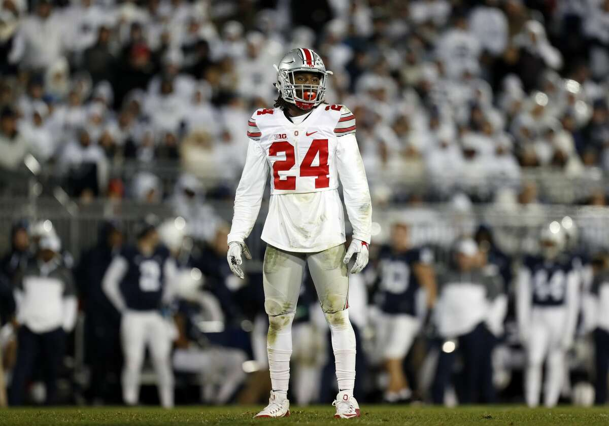 NFL DRAFT: SIZING UP THE DEFENSIVE BACKS Malik Hooker, S, 6-1, 206, 4.47, Ohio State He's got good size and exceptional speed for a free safety. He's coming off shoulder surgery. He was superb when he was able to start. Great range and anticipation. Good hands. He covers a lot of ground and arrives with a purpose. Will go in the first round.
