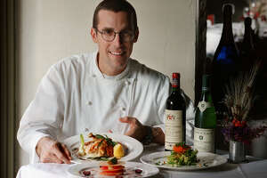 FEATURES / ADVANCE FOR 05 03 00 / SIDE DISH -- Le Reve Restuarant Chef Andrew Weissman poses at the restaurant with Brasserie Style Roast Chicken, Citrus Napoleon, foreground left, and Salade Francaise, right. The restaurant is located along the Riverwalk at 152 E. Pecan.  (11-18-98) PHOTO BY jerry lara/staff