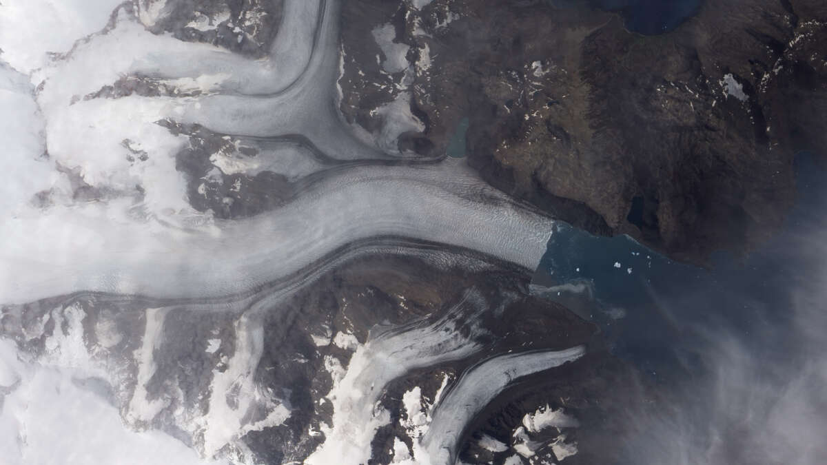 Before and after images of climate change   Before: Neumayer Glacier shrinks on South Georgia Island   Date: January 11, 2005 Source: NASA