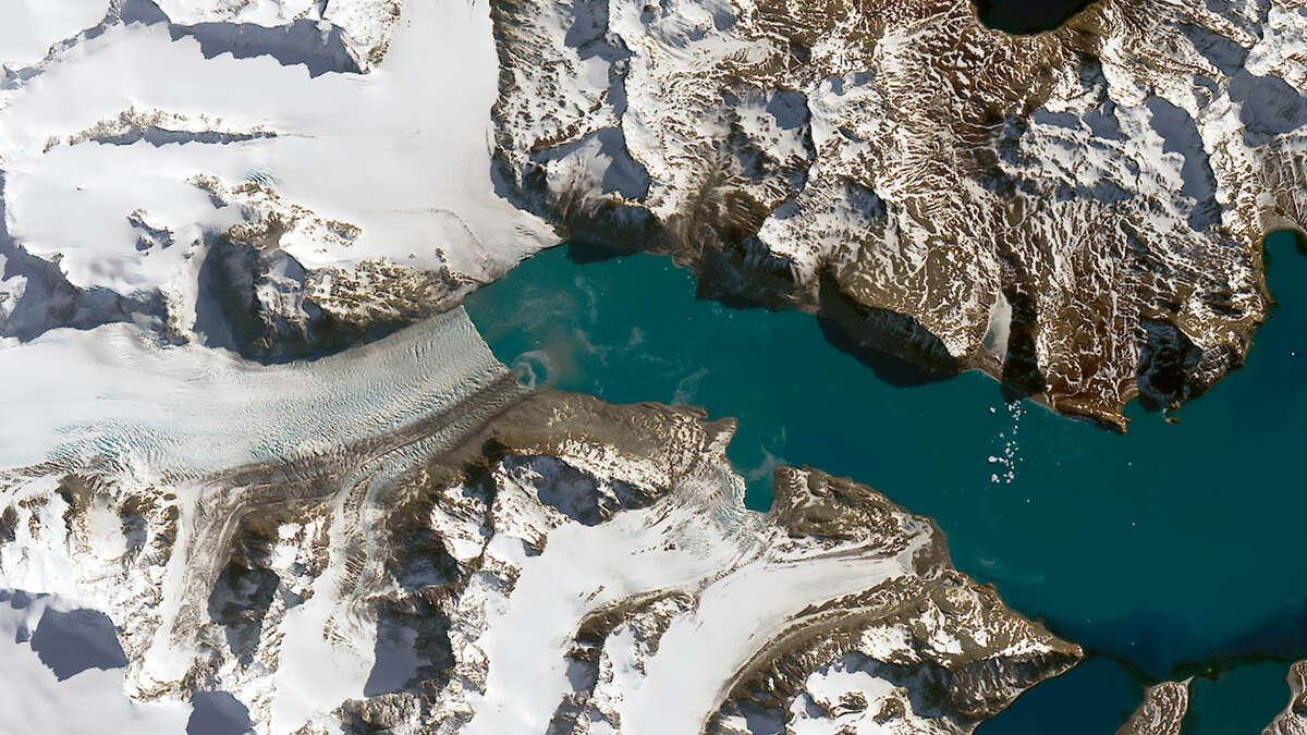 After:Neumayer Glacier shrinks on South Georgia Island  Date:September 14, 2016 Source:NASA