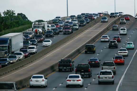Cars drive along Interstate 45 at rush hour between 610 and Beltway 8 Friday, April 21, 2017 in Houston. Lawmakers are looking at plans to add toll lanes to widen Interstate 45 north of downtown to the Sam Houston Tollway.