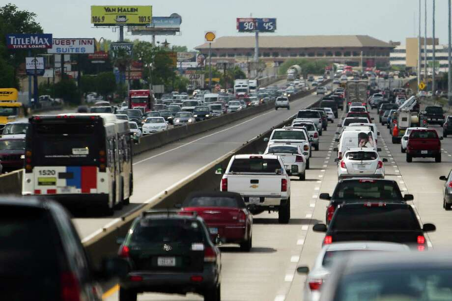 Cars drive along Interstate 45 at rush hour between 610 and Beltway 8 Friday, April 21, 2017 in Houston. Lawmakers are looking at plans to add toll lanes to widen Interstate 45 north of downtown to the Sam Houston Tollway. Photo: Michael Ciaglo, Houston Chronicle / Michael Ciaglo
