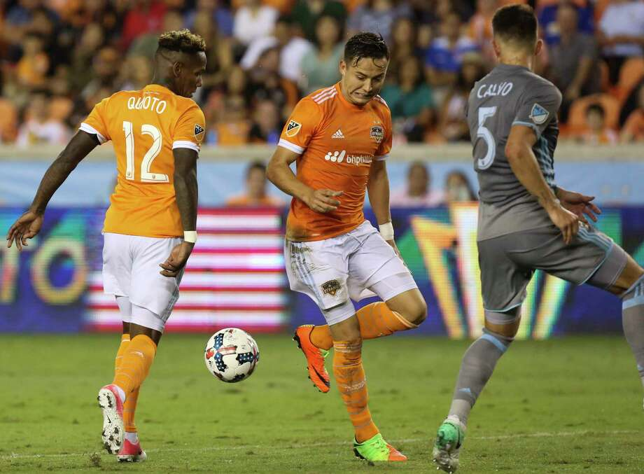 Houston Dynamo forward Romell Quioto (12) and forward Erick Torres miss a pass during the second half of the game at BBVA Compass Stadium Saturday, April 15, 2017, in Houston. ( Yi-Chin Lee / Houston Chronicle ) Photo: Yi-Chin Lee, Staff / © 2017  Houston Chronicle