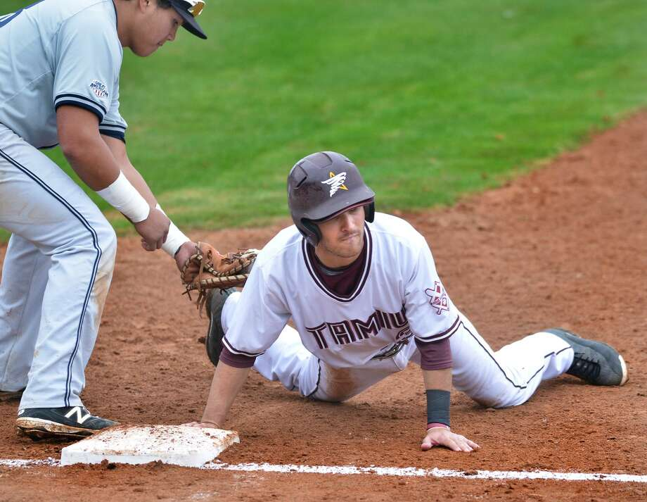 TAMIU second baseman Mario Ramirez beats the throw to first base in the Dustdevils game against Southeastern Oklahoma, Saturday, February 4, 2017, at Uni-Trade Stadium. Photo: Cuate Santos / Laredo Morning Times / Laredo Morning Times