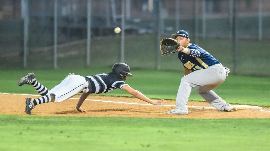 Alexander and United South play at 7 p.m. Friday at the SAC. They split the series last year with the Bulldogs winning 9-1 in the first round and the Panthers picking up a 9-8 victory in the second round. Photo: Danny Zaragoza /Laredo Morning Times File / Laredo Morning Times