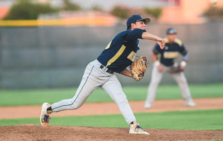 Marcelo Perez pitched a one-hitter Friday holding McAllen to an unearned run and four walks as Alexander opened the third round with a 3-1 victory in Roma. Photo: Danny Zaragoza /Laredo Morning Times File / Laredo Morning Times