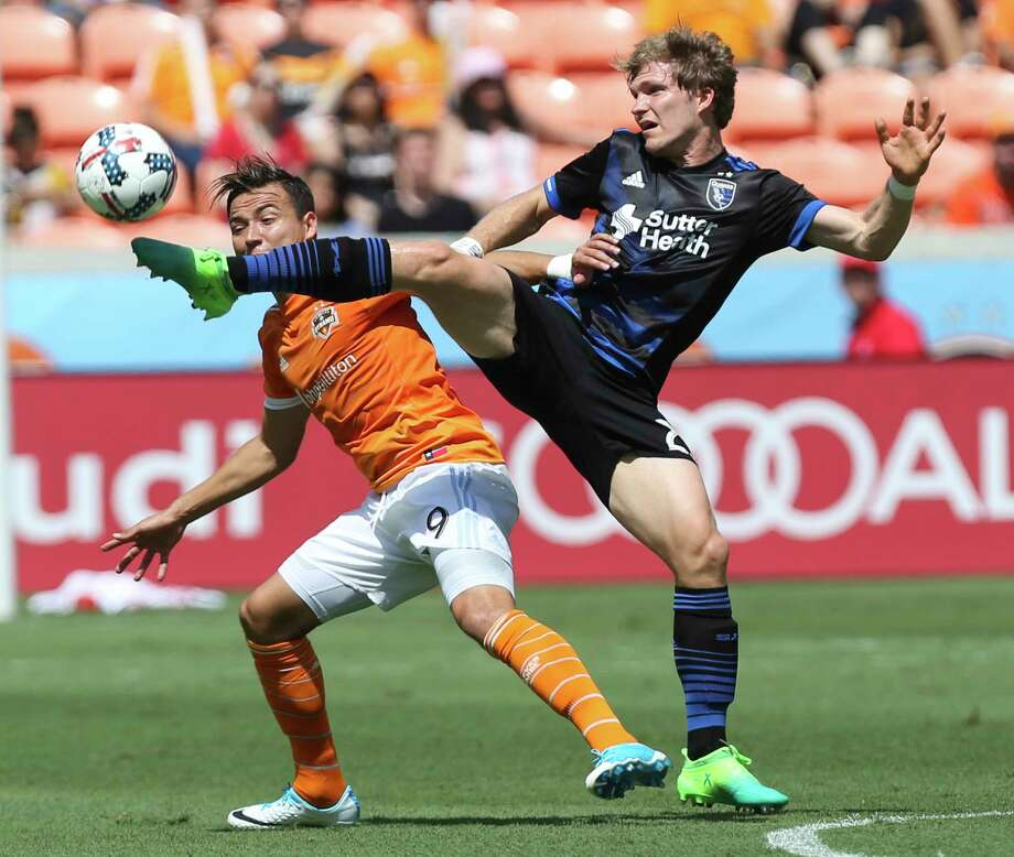 Forward Erick Torres (9) and the Dynamo have gone consecutive games without scoring a goal for the first time this season. Photo: Yi-Chin Lee, Houston Chronicle / © 2017  Houston Chronicle