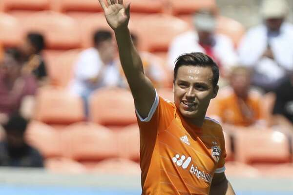 Houston Dynamo forward Erick Torres (9) waves at the fans to celebrate his score during the first half of the game at BBVA Compass Stadium Saturday, April 22, 2017, in Houston. ( Yi-Chin Lee / Houston Chronicle )