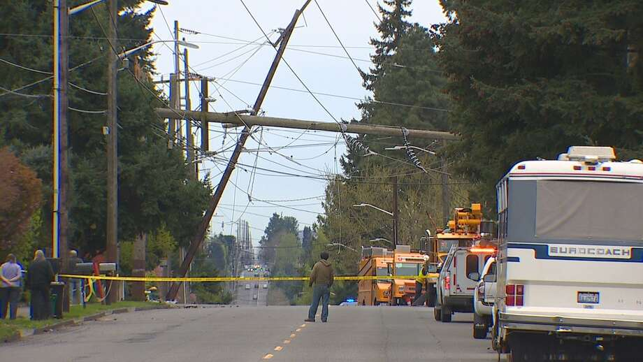 Downed power line causes huge traffic jam on I-5 in North Seattle Photo: KOMO News