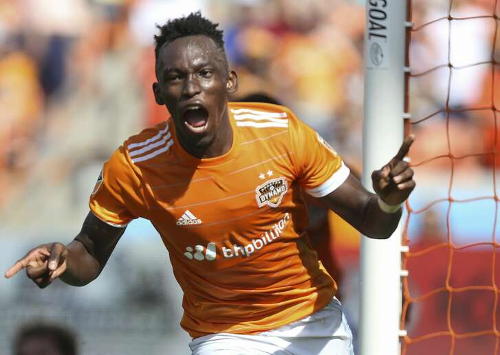 Houston Dynamo forward Alberth Elis (17) celebrates his goal during the second half of the game at BBVA Compass Stadium Saturday, April 22, 2017, in Houston. The Dynamo defeated the Earthquake 2-0. ( Yi-Chin Lee / Houston Chronicle )