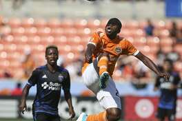 Houston Dynamo midfielder Oscar Garcia (27) looks up to stop the ball during the second half of the game at BBVA Compass Stadium Saturday, April 22, 2017, in Houston. The Dynamo defeated the Earthquake 2-0. ( Yi-Chin Lee / Houston Chronicle )