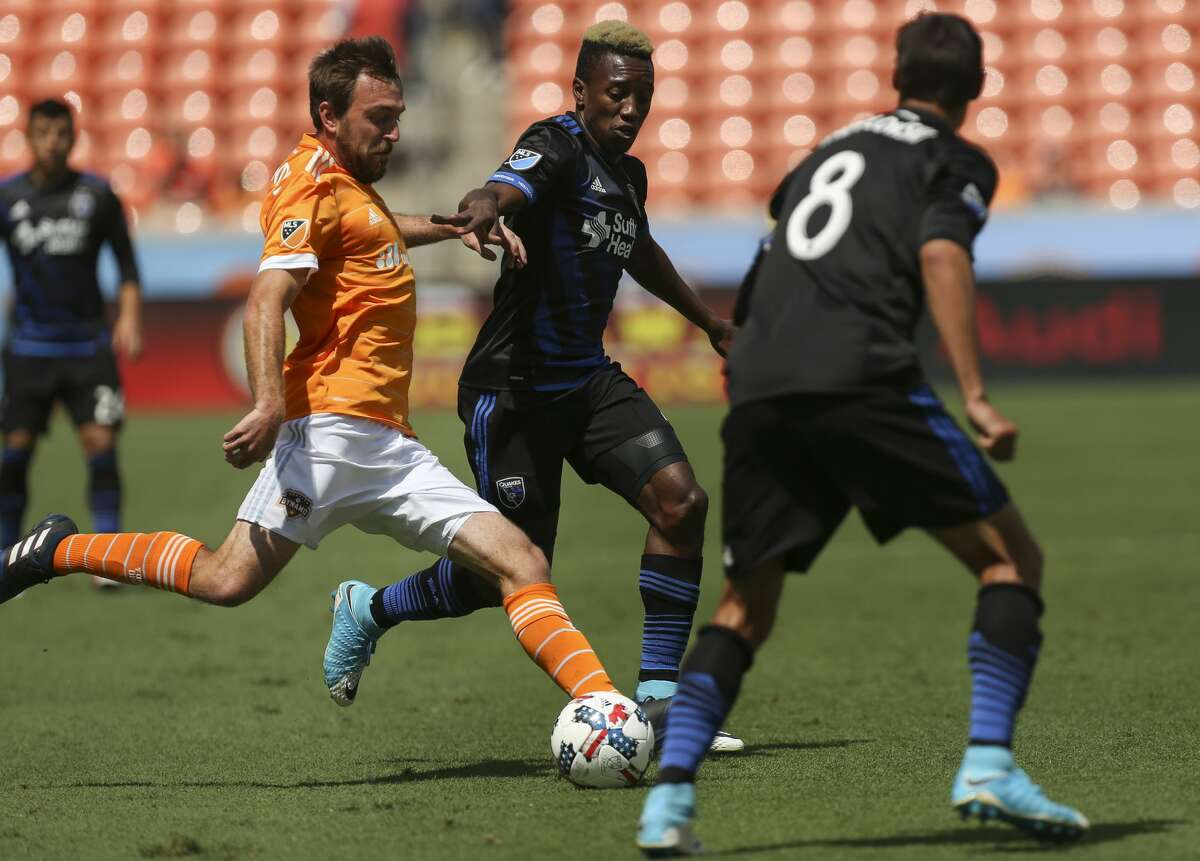 Houston Dynamo midfielder Eric Alexander (6) dribbles while San Jose Earthquakes players defensing during the first half of the game at BBVA Compass Stadium Saturday, April 22, 2017, in Houston. ( Yi-Chin Lee / Houston Chronicle )